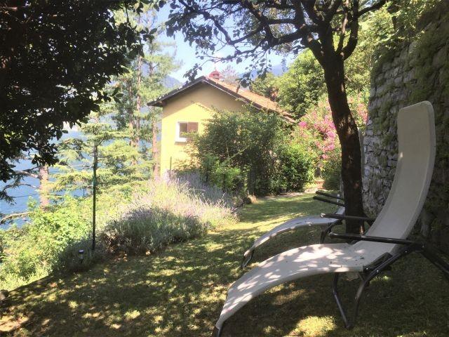 Im Garten von Villa louisa gibt es viele Sitzmoeglichkeiten (Appartement Breva)
