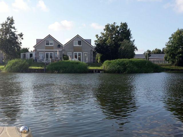 Villa Sonnenschein - linke Seite direkt am Wasser