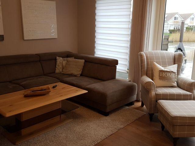 gemütliche Couch zum relaxen mit Ohrenbackensessel