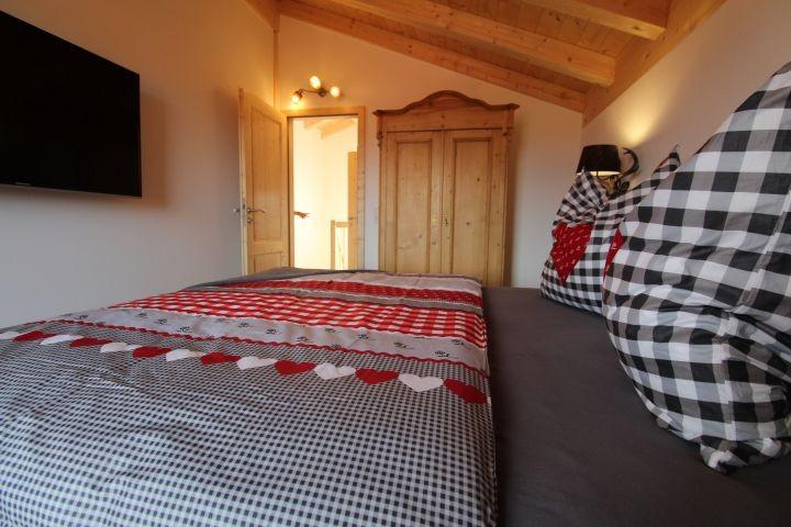 insgesamt 3 Schlafzimmer - 2 mit Zugang zum großzügigen Balkon mit Berg- und Seeblick