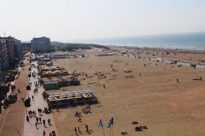 Ausblick auf den Strand, Meer und Promenade