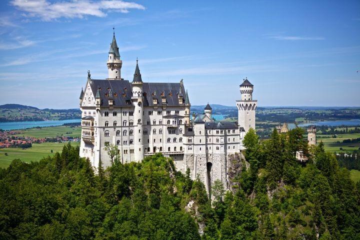 viele Sehenswürdigkeiten wie Schloss Neuschwanstein in der Nähe