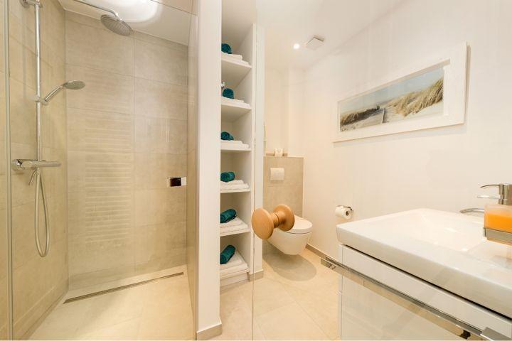 2. Bad mit Dusche und Sauna