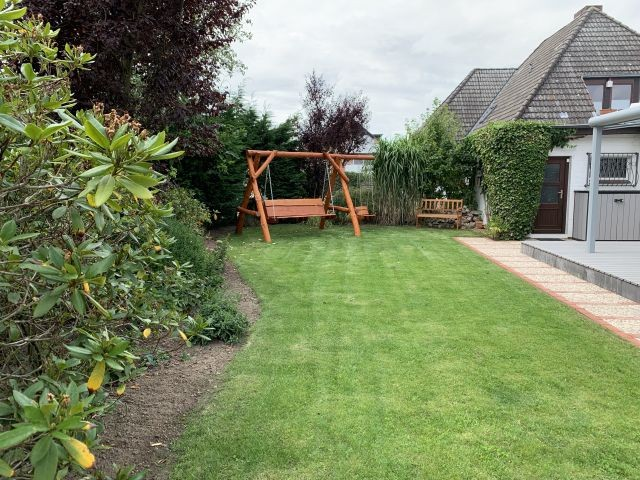 ein eingezäunter gepflegter Garten...