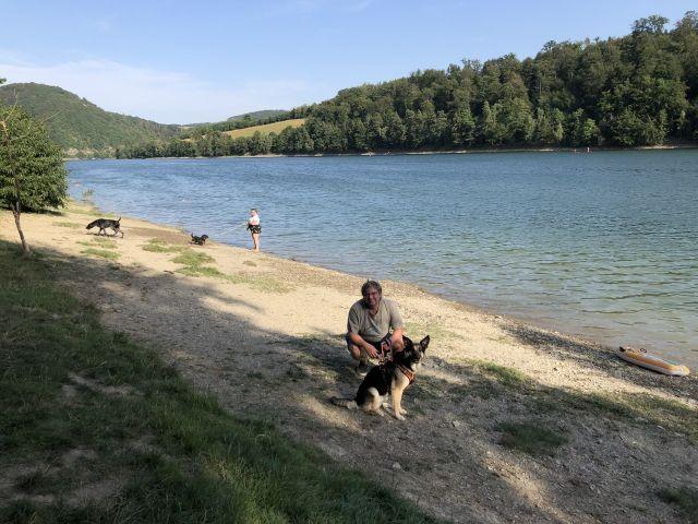 Diemelsee Hundestrand mit angrenzenden Wasserspass für Kinder