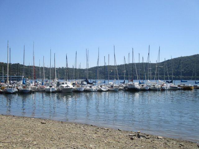 Hafen Edersee mit Möglichkeit Boote auszuleihen oder eine große Ederseetour mit Passagierschiff