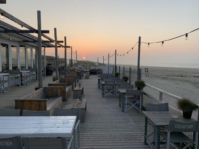 Strandpavillon am Abend