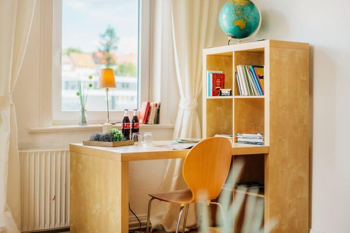 Schreibtisch im Wohnzimmer