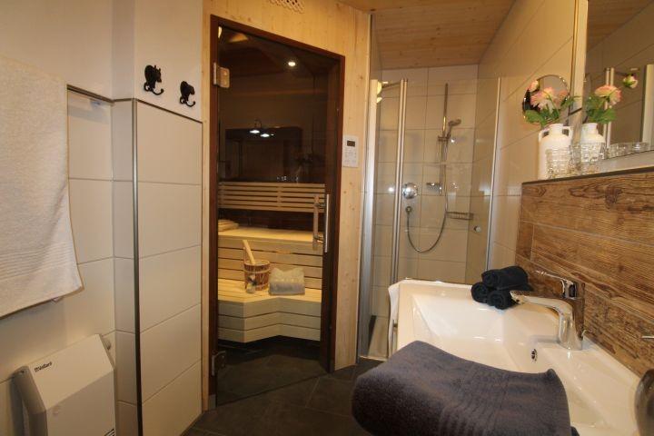 Bad EG mit Sauna, Fußbodenheizung und Schnellheizer