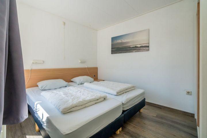 Schlafzimmer 1 mit 2 Einzelboxspringbetten