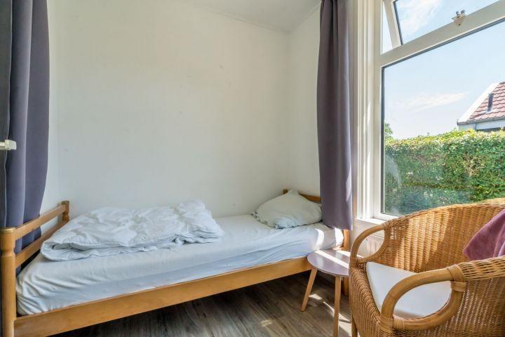 Schlafzimmer 2 mit Einzelboxspringbett