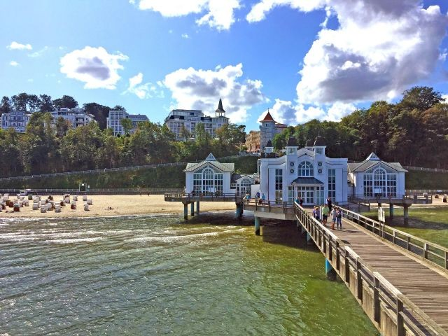 Seebrücke Sellin und dahinter Villa Philine