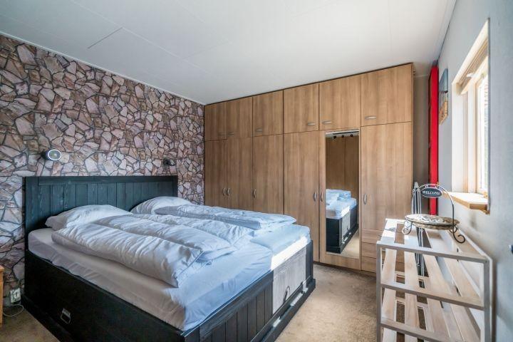Schlafzimmer 1 mit Doppelbett (160x200)