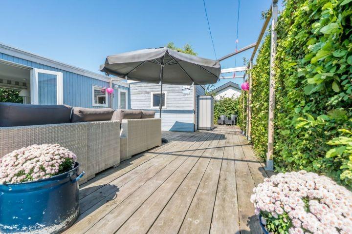 Terrasse mit Lounge-Ecke