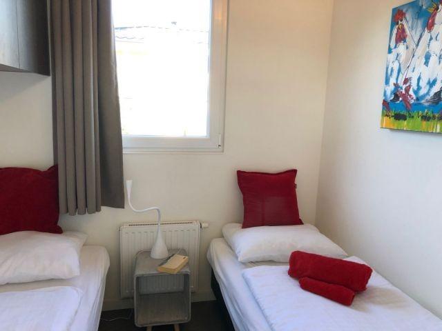 Schlafzimmer m. 2 Einzelbetten