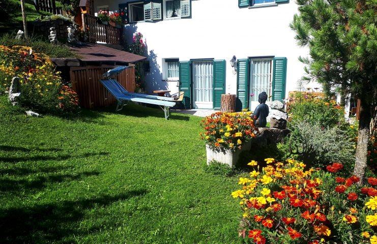 Prächtiger Garten zum Entspannen für Sie und Ihren Vierbeiner und Herrchen