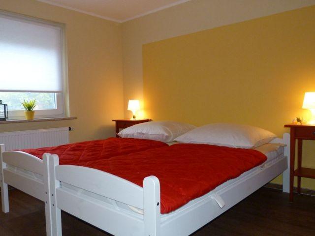 Komfortables Schlafzimmer mit 2 Einzelbetten