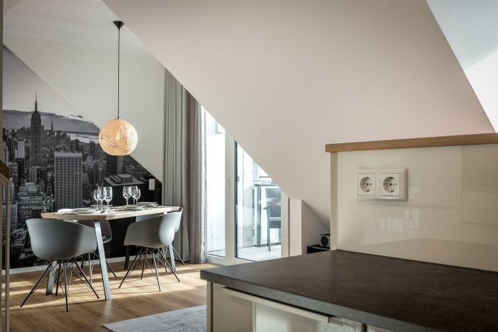 Blick von Küche zum Esstisch