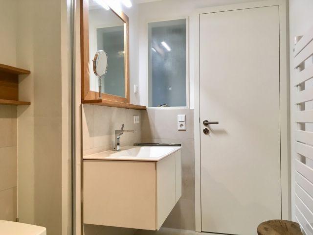 Lichteinfall vom Flur ins innenliegende Badezimmer