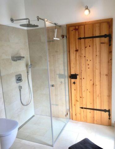 Auch im Badezimmer Altholztüren