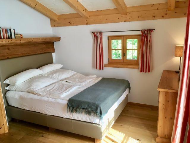 Schlafzimmer mit Boxspringbett (150x200 cm)