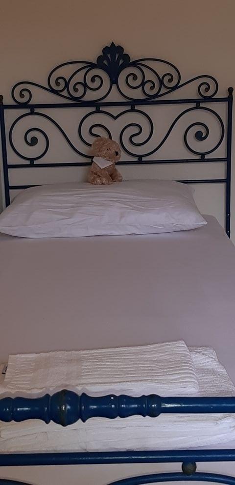 Schlafzimmer mit Einzelbett im 1. OG