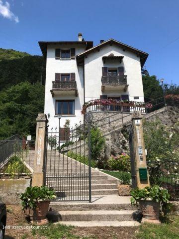 Villa Emma mit eingezäunten Garten