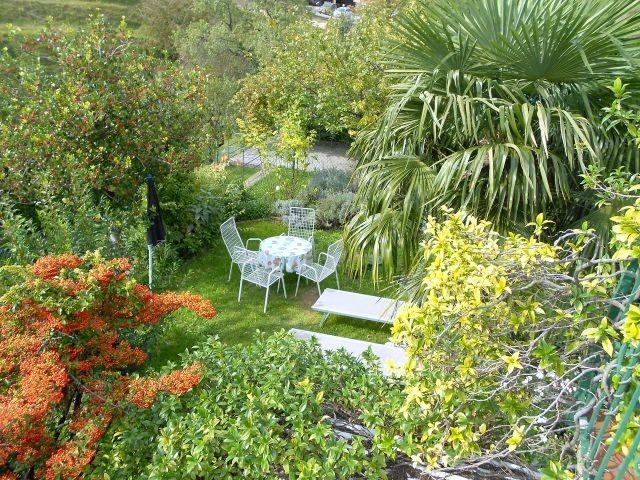 Blick in den wunderschönen Garten