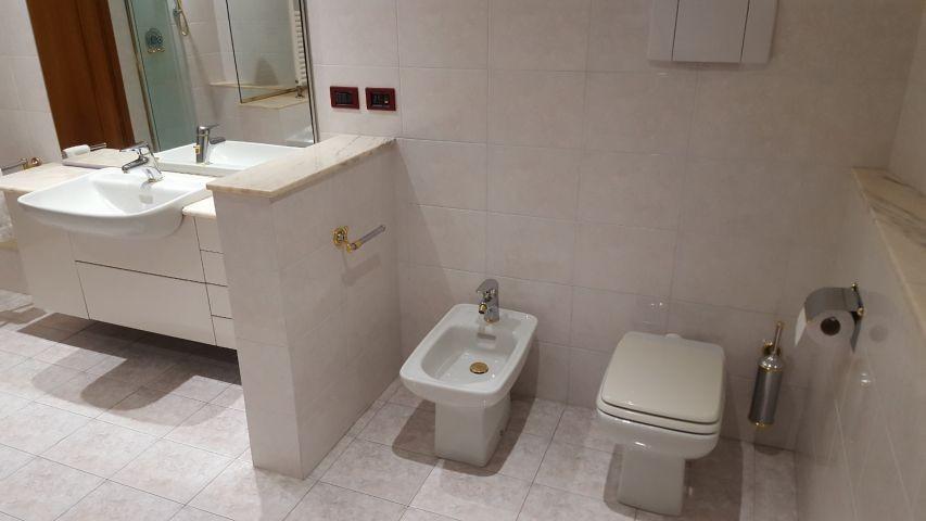 Erstes Badezimmer: Bid vom WC   Bidet