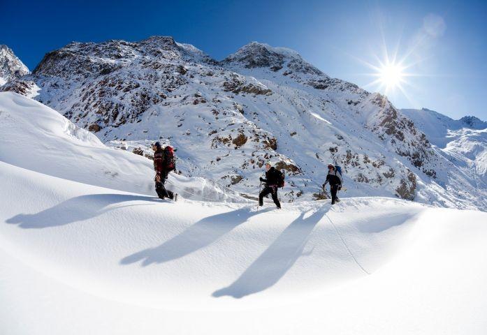Schneeschuhwanderungen und Tourengehen in traumhafter Umgebung