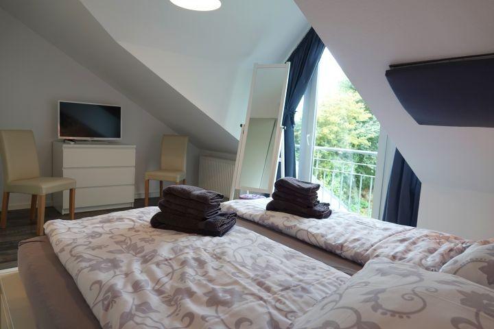 Schlafzimmer 1 - weitere Ansicht - mit TV