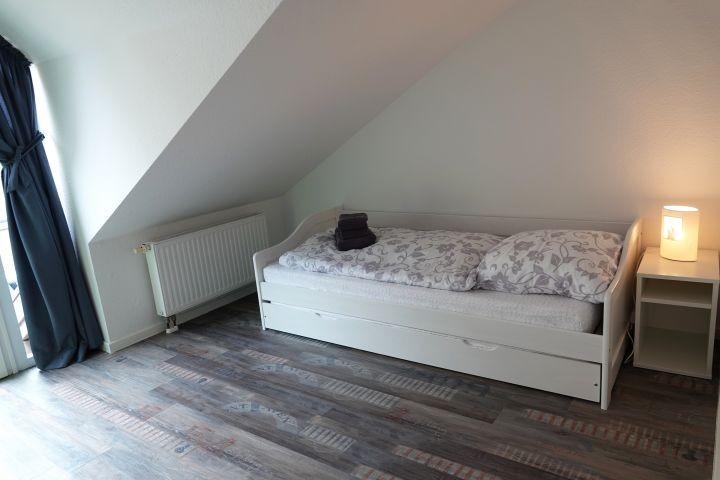 Schlafzimmer 2 ausziehbar auf 180 x 200