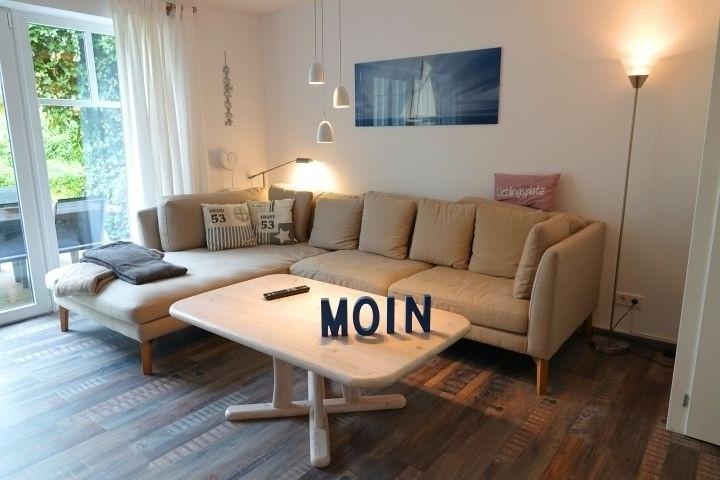 Wohnbereich mit gemütlichem Sofa