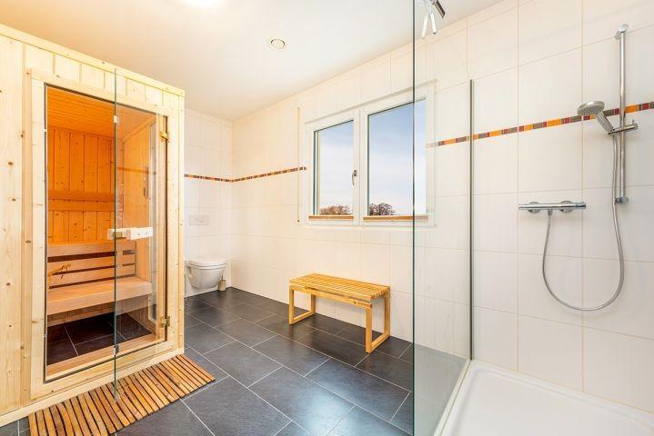 Bad im EG mit Sauna/Dusche/WC