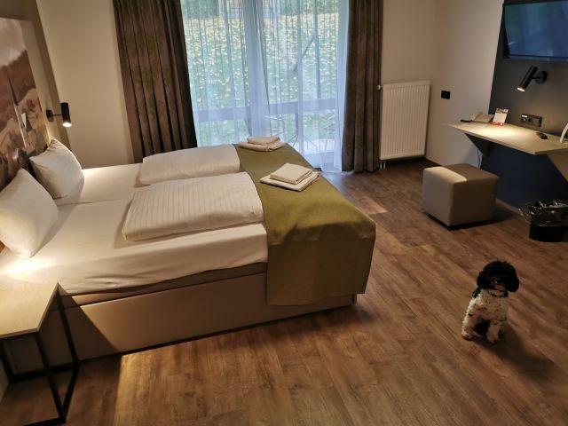 Neues Doppelzimmer - Doppelbett - weitere Ansicht