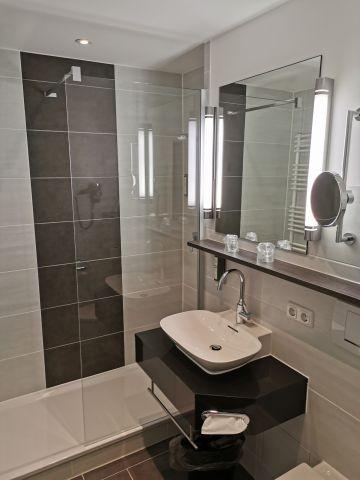 Neues Doppelzimmer - Badezimmer