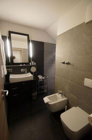 Schwarz-Weiß Suite - Bad