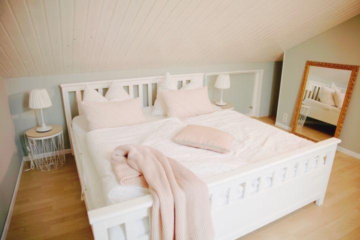 Schlafzimmer_1 mit Doppelbett 1,80 x 2,00 m
