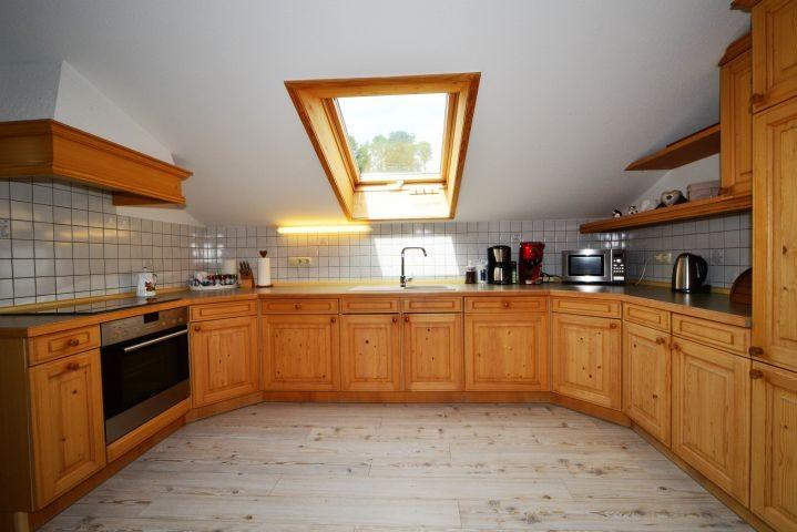 Die umfangreich ausgestattete Naturholzküche - alles ist ausreichend vorhanden