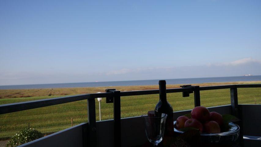 Der traumhafte Meerblick vom Balkon der Robbenplate Duhnen