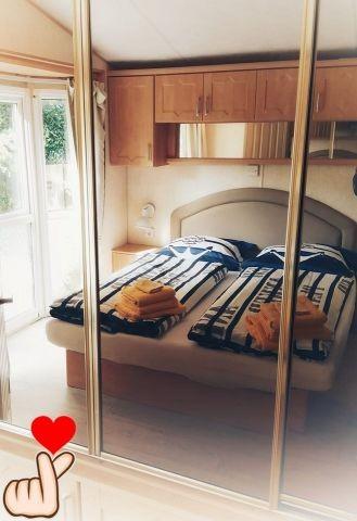 Schlafzimmer 1 (mit bezogenem Bett) - 160x200