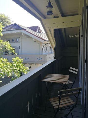 Für die Frischluft sind beide mit Zugang zum Balkon verbunden.