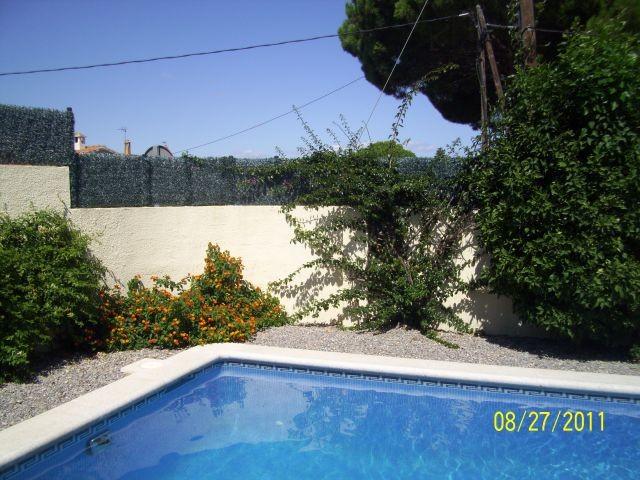 Super freistehende Villa mit schönen Gärten und privatem Pool