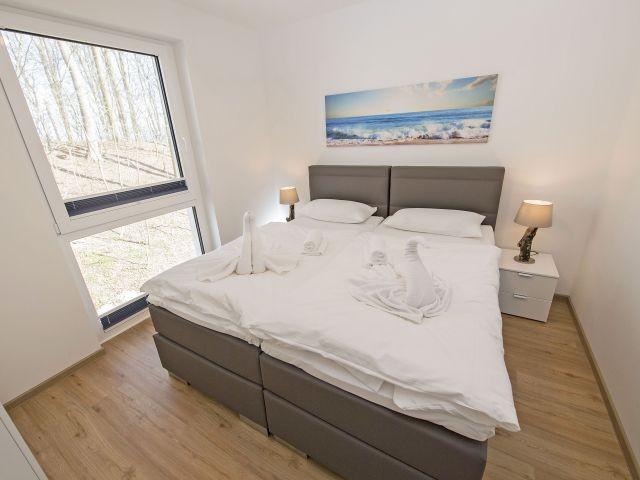 2. Schlafzimmer mit Doppelbett-auch als Einzelbetten stellbar, TV, Kleiderschrank