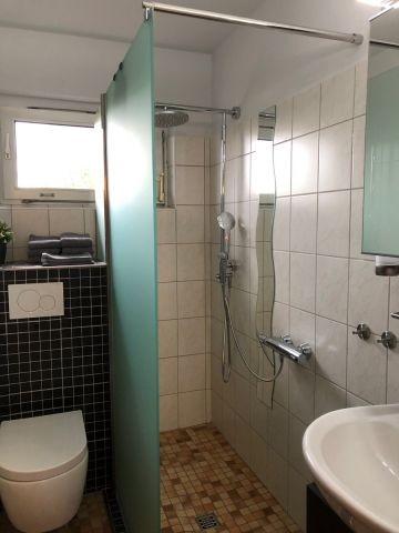 Bad mit bodengleicher Dusche