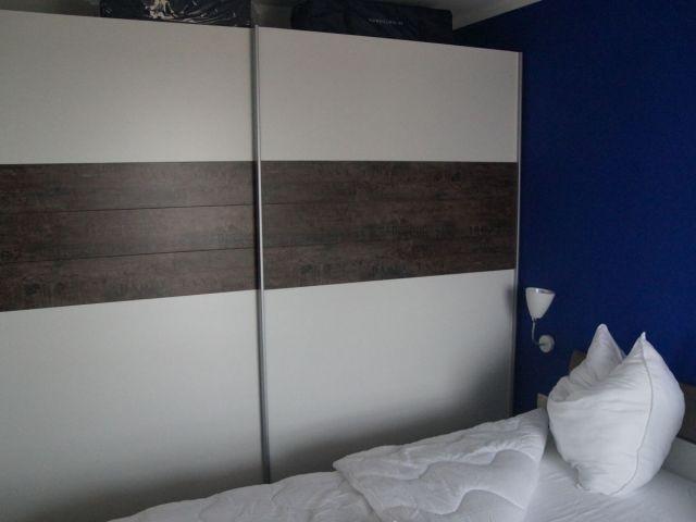 Schlafzimmer 2 mit großem Schrank