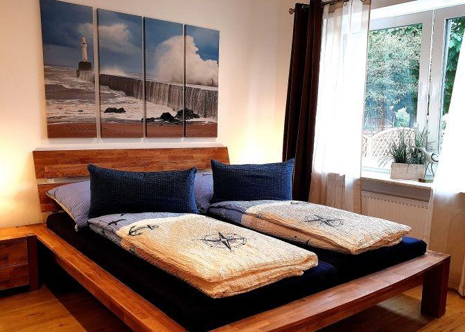 Schlafzimmer mit Doppelbett (Bodyguard Matratzen)