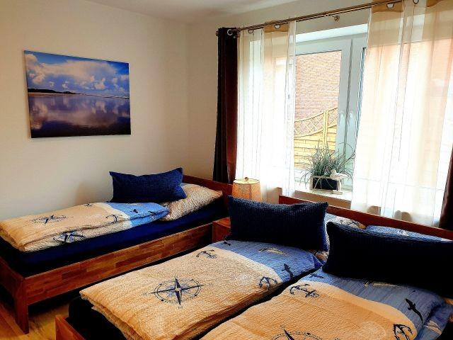 Dreibettzimmer mit Doppelbett und Einzelbett (Bodyguard Matratzen)