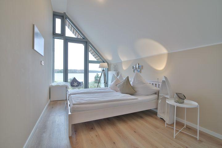 Schlafzimmer mit 2 Doppelbett rechts