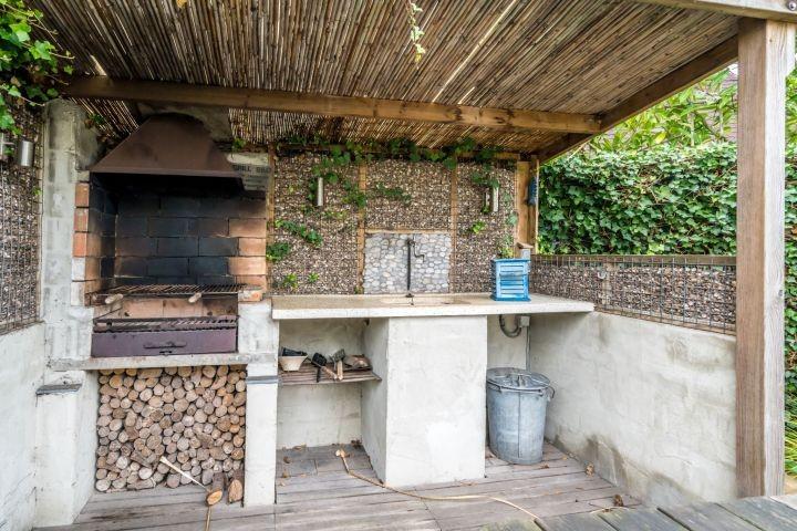 Die gemütliche Außenküche mit Grill
